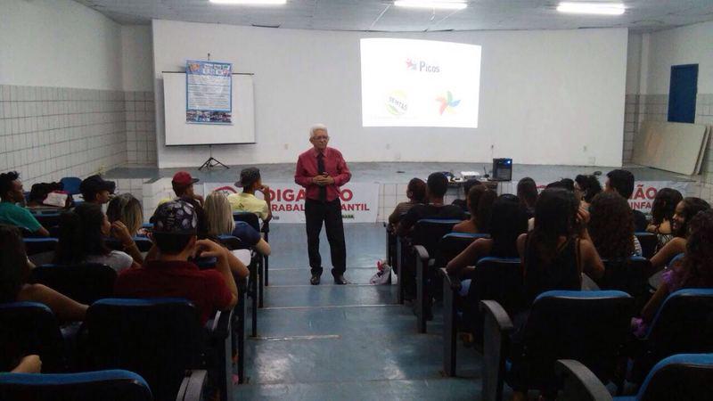 Prefeitura De Picos Prefeitura Promove Palestra Motivacional