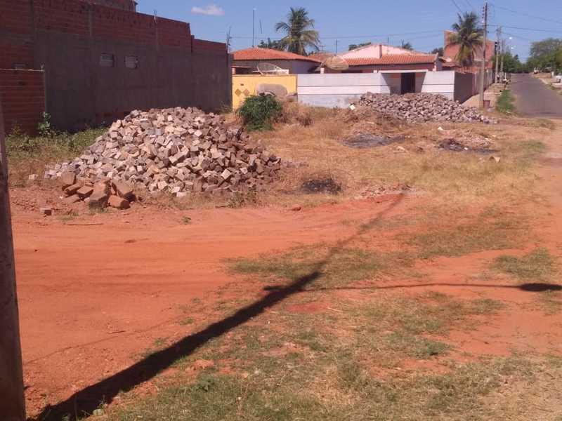 c1796cbed ... estamos pavimentando também ruas do bairro Emaús. São obras que irão  melhorar a qualidade de vida dos picoenses e estamos trabalhando para  trazer mais ...